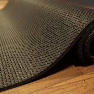 YogaNerds Naturkautschuk-Yogamatte Black Cobra Logo Rot