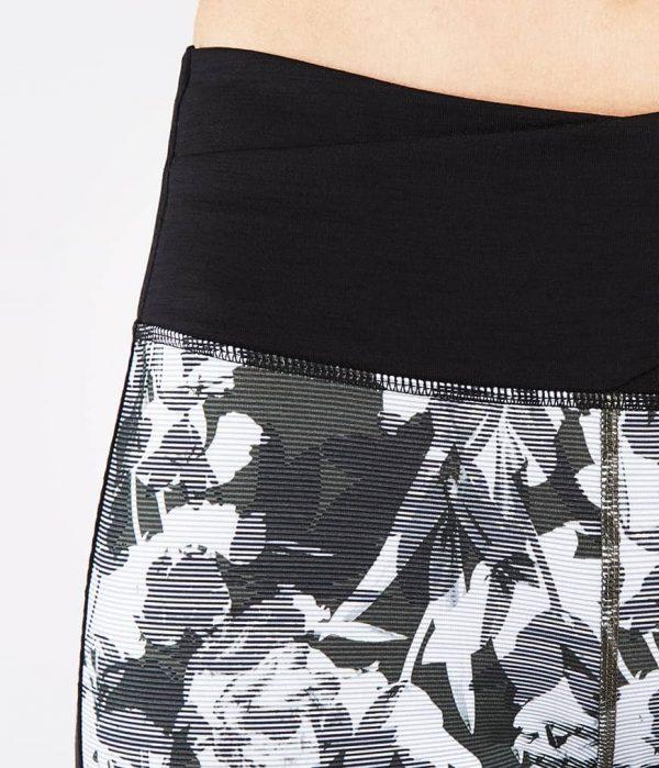Manduka Yoga-Legging WRAP UP LEGGING DIGITAL FLORAL grau-weissem Floral-Print für Frauen 4