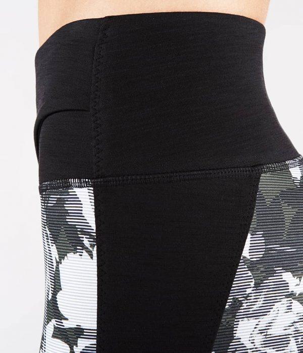 Manduka Yoga-Legging WRAP UP LEGGING DIGITAL FLORAL grau-weissem Floral-Print für Frauen 6