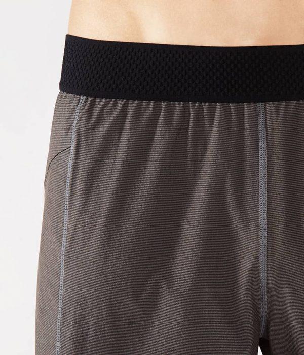 Manduka Yoga-Short DAILY LITE THUNDER grau für Männer 3