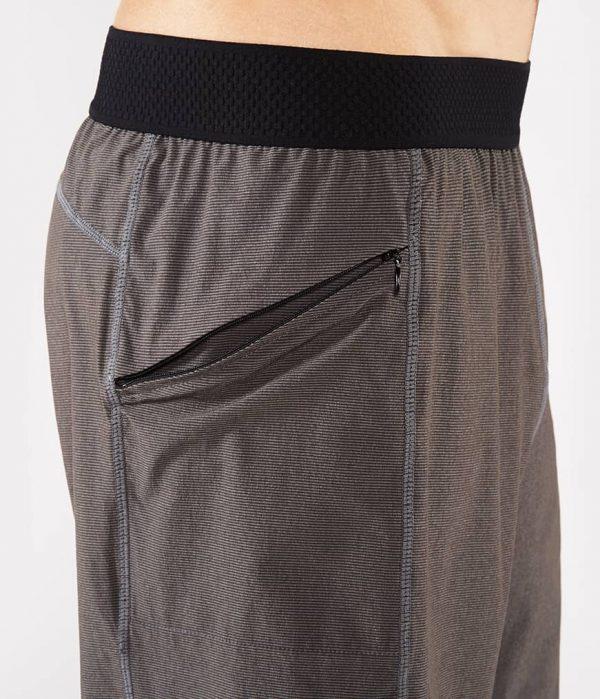 Manduka Yoga-Short DAILY LITE THUNDER grau für Männer 5