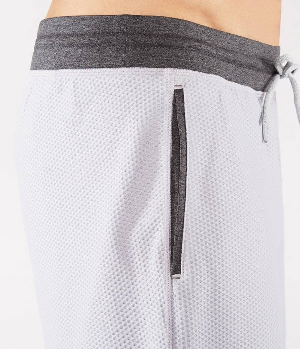 Manduka Yoga-Short PERFORMANCE MESH SHORT DAWN GREY hell-grau für Männer 5