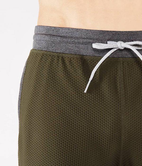 Manduka Yoga-Short PERFORMANCE MESH SHORT OLIVINE oliv-grün für Männer 3