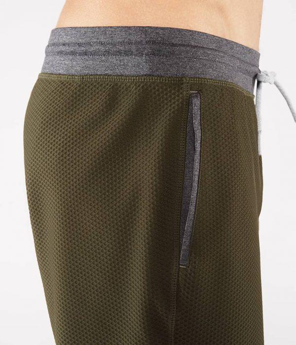 Manduka Yoga-Short PERFORMANCE MESH SHORT OLIVINE oliv-grün für Männer 5