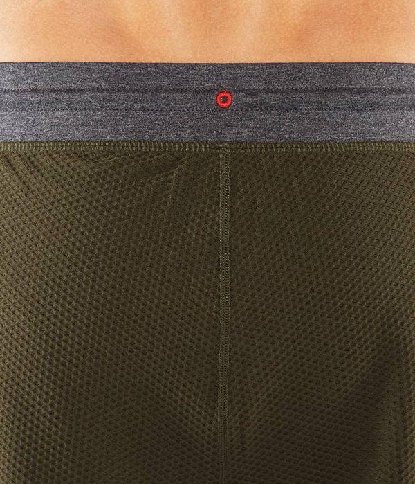 Manduka Yoga-Short PERFORMANCE MESH SHORT OLIVINE oliv-grün für Männer 6